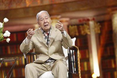 翻译界泰斗许渊冲先生今日上午在北京逝世,享年100岁